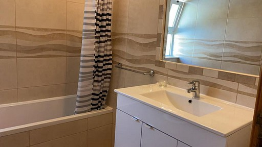 Main_Bathroom_1