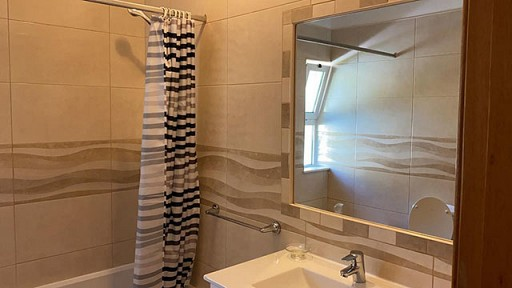 Main_Bathroom_2